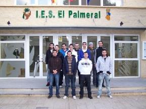 Los miembros de la cooperativa en su instituto