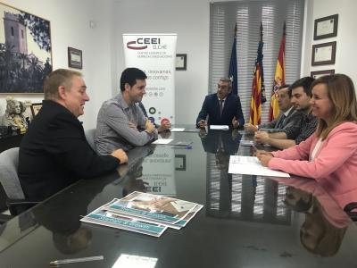 Los responsables de las empresas participantes junto al presidente y director del CEEI Elche firman el convenio